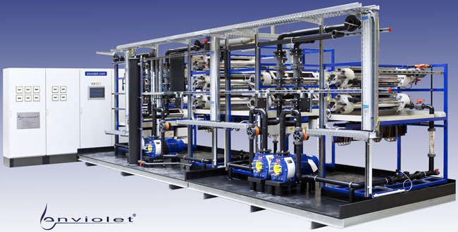 UV-Anlage komplett vormontiert zum Anschluss an die Behandlungsbehälter