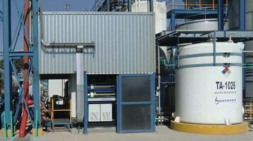 Compacte installatie voor de behandeling van 30 m³/d cosmetisch afvalwater met hoge concentraties tensiden .