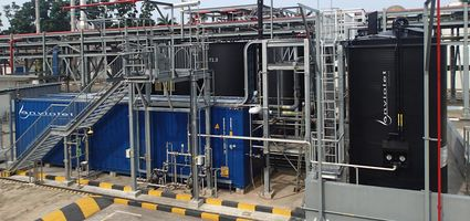 Container plant for photo-oxidation of toxic and heavily polluted wastewater