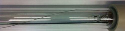 Fil de terre à l'intérieur de la tube de protection